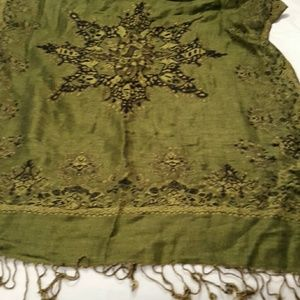 Accessories - large green scarf